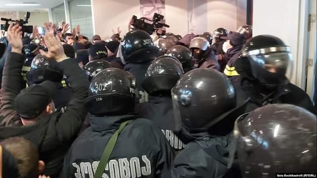 Штурм офісу партії Саакашавілі