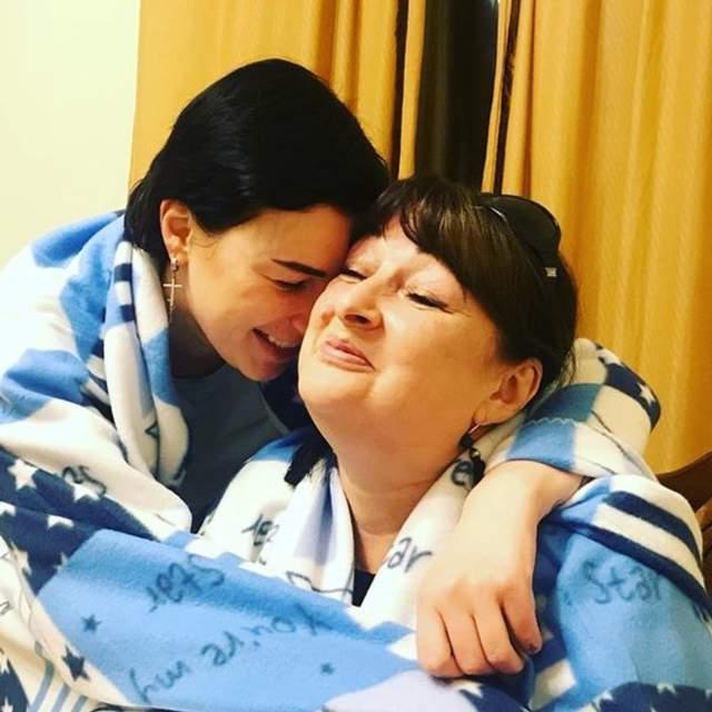 Анастасія Приходько з мамою