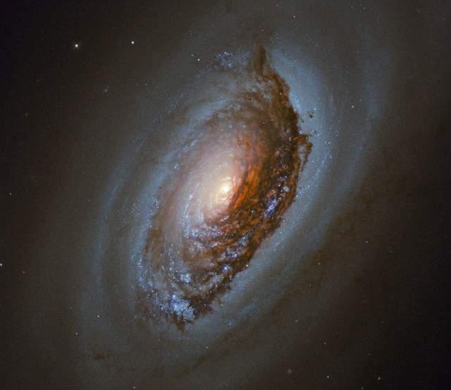 Галактика Темне Око