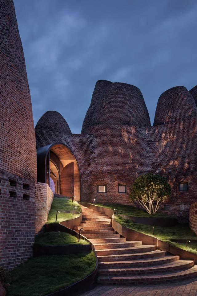 Эти сооружения напоминают гнезда термитов