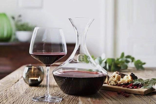 Декантація може врятувати ваше вино! / Фото Fama