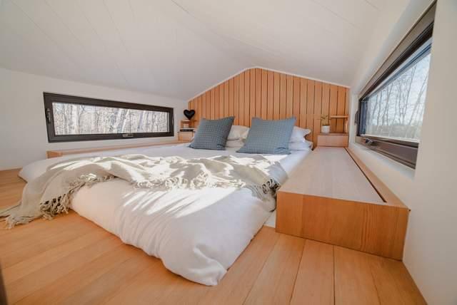 Комфортна та світла спальня   / Фото Dwell