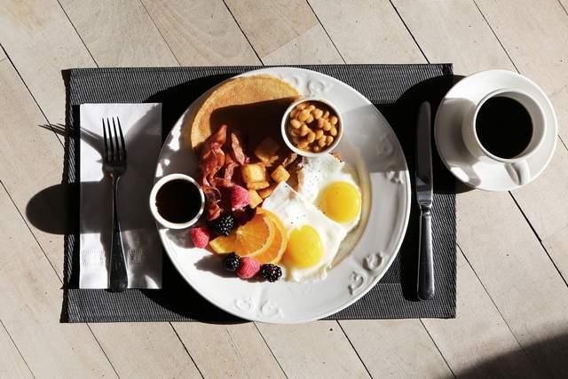 Сніданок оі\бирайте будь-який, головне, щоб він був ситим для вас