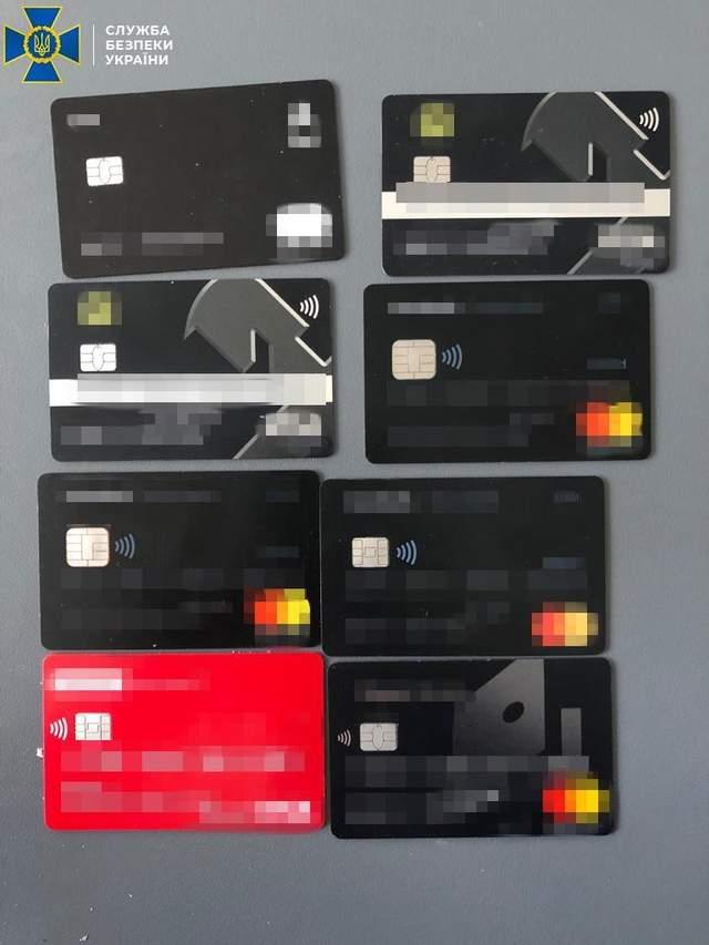 конфісковані платіжні картки