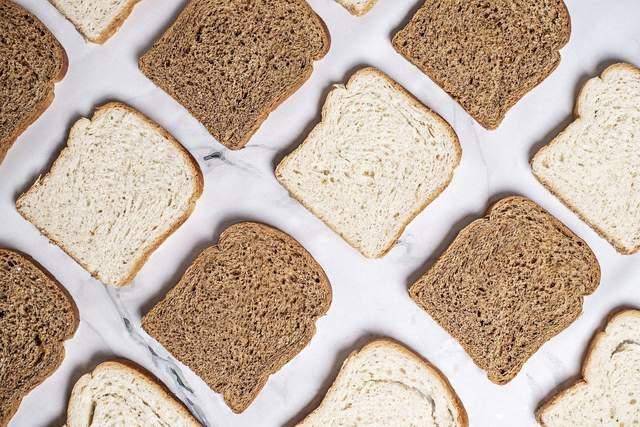 У одній скибочці хліба менше калорій, ніж у середньому яблуку