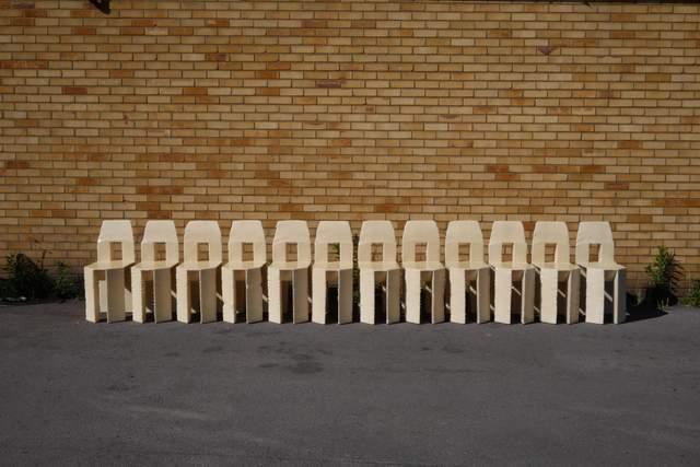 Робити один стілець за іншим було досить нудно