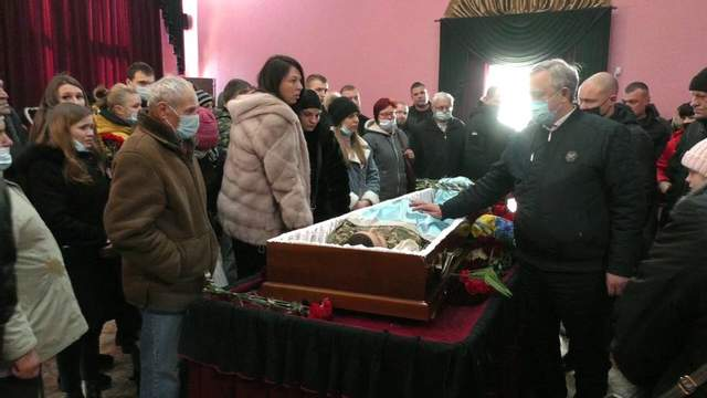 церемонія прощання з загиблим військовим сергієм моїсєєнком