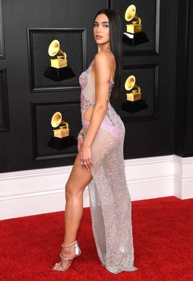 Дуа ЛІпа у відвертій сукні від Versace