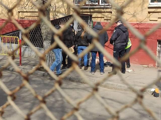 В Одесі біля школи знайшли тіло літньої жінки: вбили й поклали у мішок