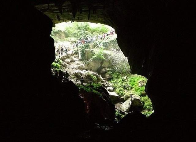 Екстремальний експеримент: 15 осіб замкнуть у печері на 40 днів без телефонів і годинників