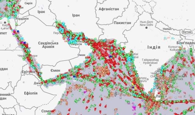 черга кораблів у Суецькому каналі