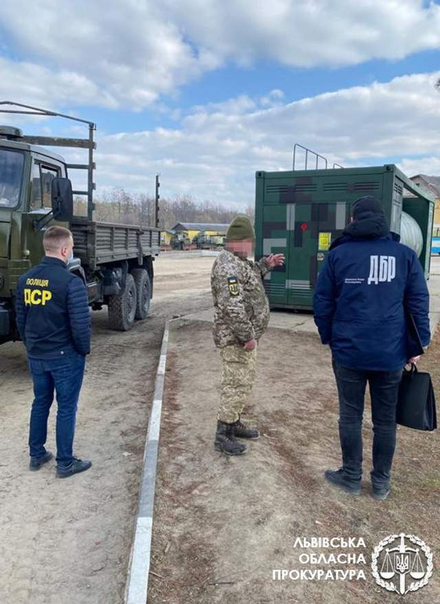 ДБР затримало військового з Яворівського полігону, який систематично крав пальне