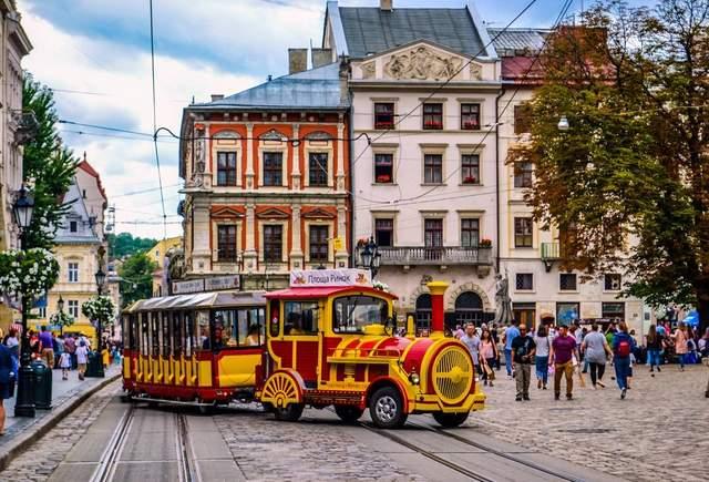 Львів заробляє на туристах