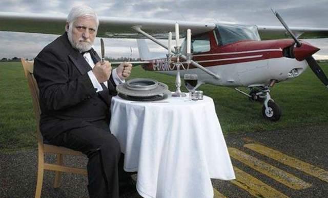 Людина з'їла літак