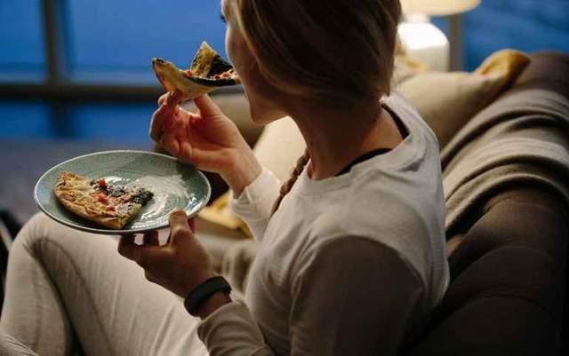 Їсти краще за 1 – 2 години до сну