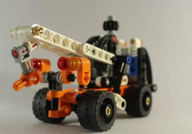 Компанія Lego