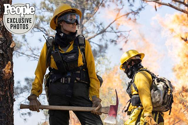 Анджеліна  Джолі в ролі рятувальниці