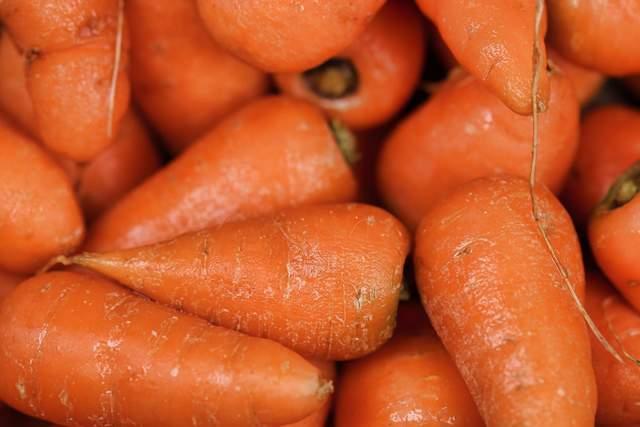 Чи морква помагає для покращення зору