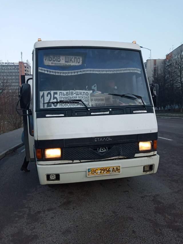 Кричав й називав свинею: на Львівщині водій маршрутки відмовився везти АТОвця – фото