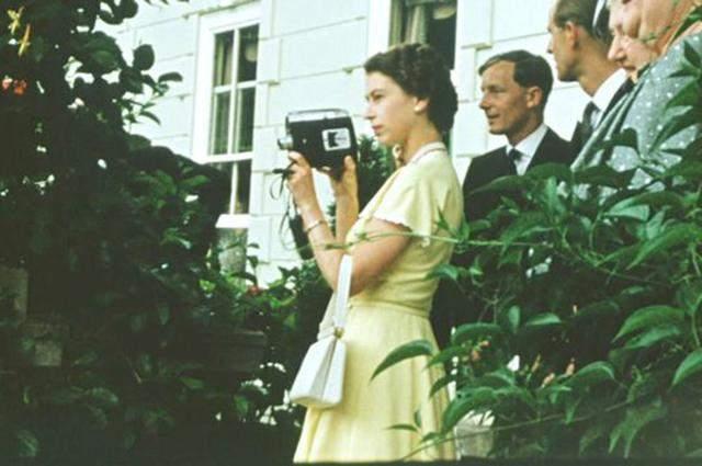Елизавета II на кадрах из фильма