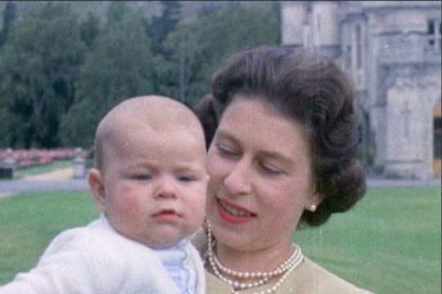 Елизавета II с сыном