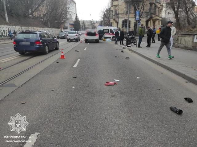 У Львові водій BMW X5 на смерть збив 58-річну кур'єрку Glovo: фото