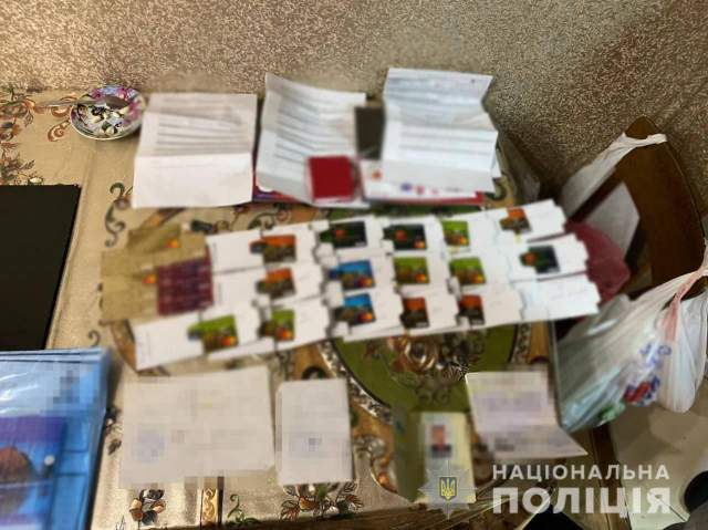 Торгівля людьми Обшуки Франція Шахрайство Карти