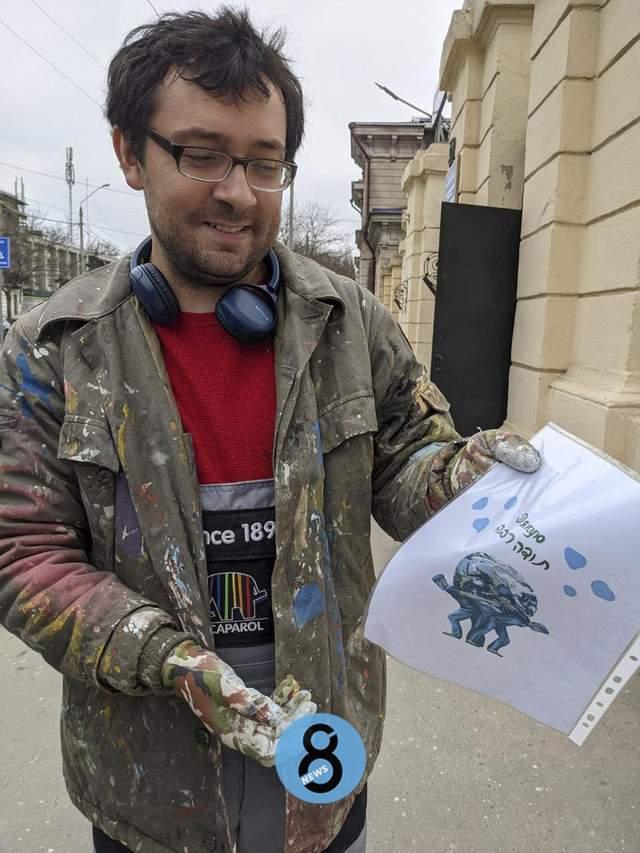 Ініціатор малюнку показує ескіз