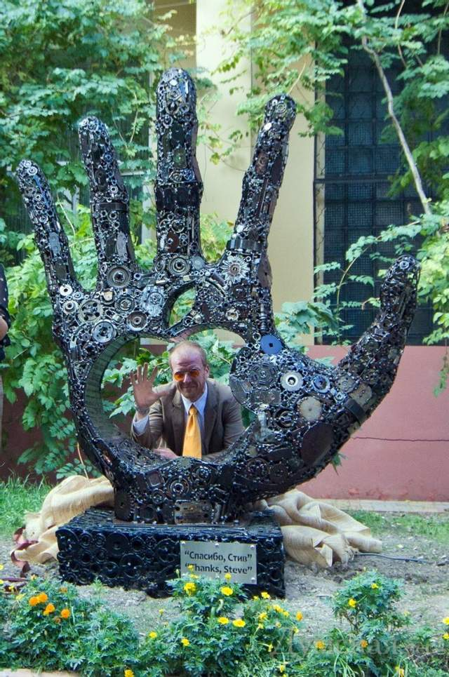 Одеський пам'ятник Стіву Джобсу подорожі Великдень цікаві небанальні місця