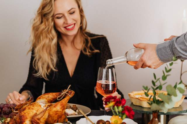 Алкоголь стимулює апетит