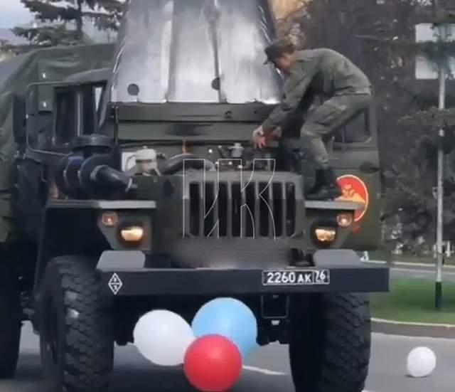 У Росії під час параду загорілася військова машина: відео