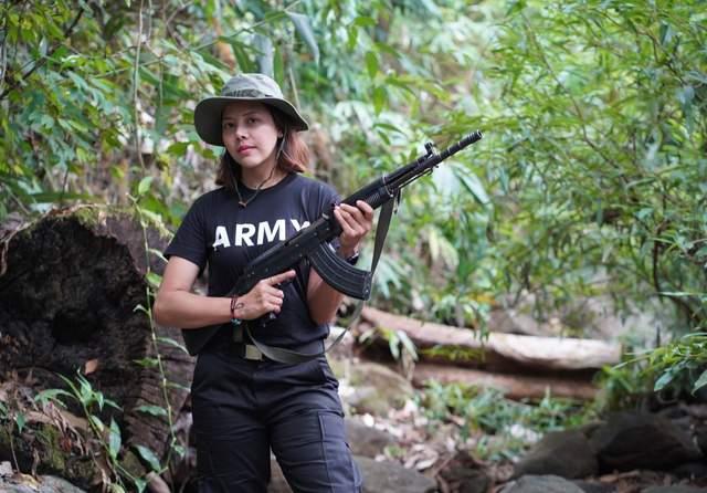 М'янма королева краси зброя