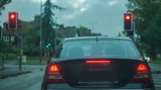 За те що пішов до іншої: жінка проїхала 49 світлофорів на червоне світло в машині колишнього