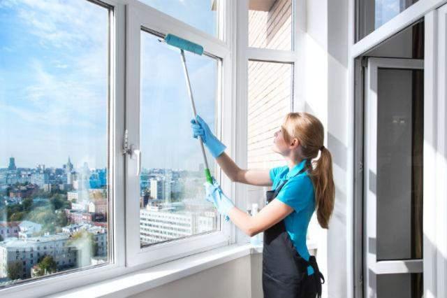 Чисті вікна роблять атмосферу в квартирі приємнішою
