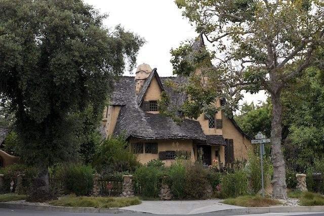 Будинок знаходиться за адресою: 516 North Walden Drive, Beverly Hills / Фото  LAist