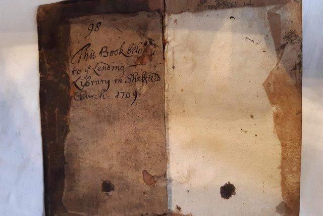 У бібліотеку англійського собору повернули книгу,  яку взяли понад 300 років тому