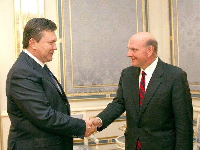 Стів Балмер з Віктором Януковичем