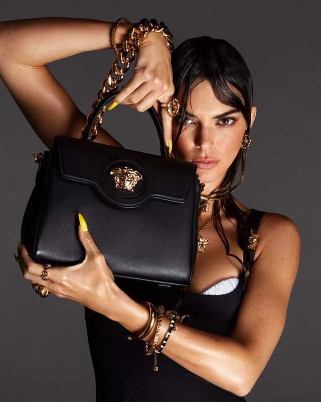 Реклама сумок Versace