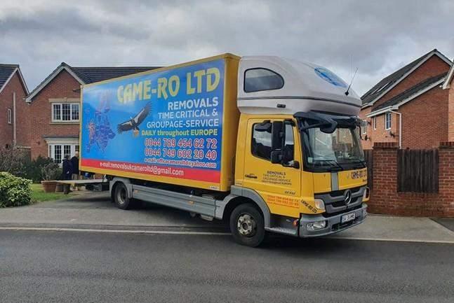 Вантажівка з картою без Криму