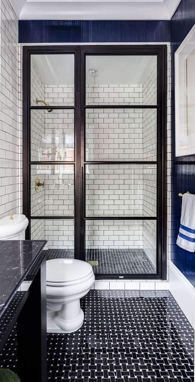 У маленьких приміщеннях краще надати перевагу душовій кабіні