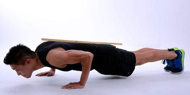 Отжимания помогают тренировать мышцы кора