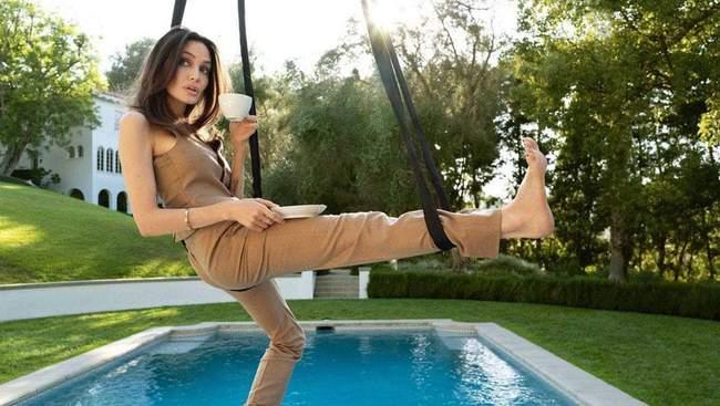 Анджеліна Джолі знялася у розкішній зйомці для Elle в підвісному гамаці: вражаючі фото