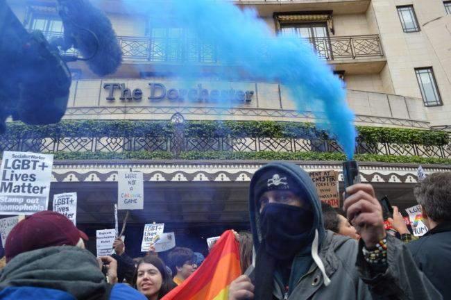 Активісти пікетують готель у Лондоні