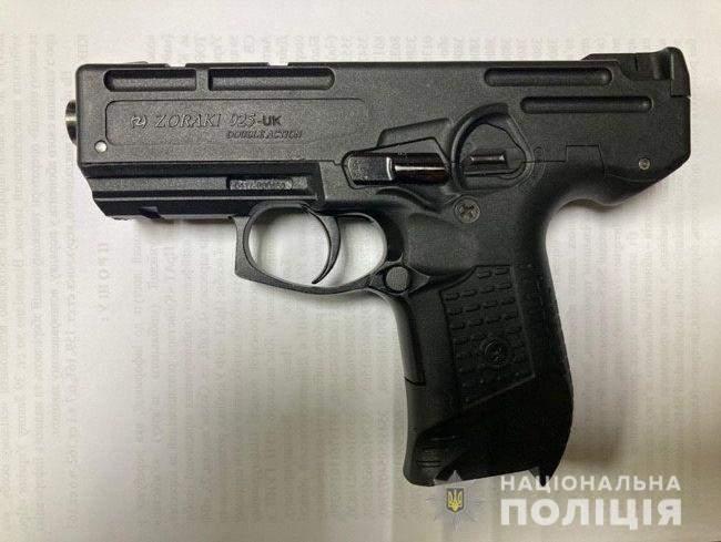 Кам'янське поліція Грабіжник Затримали Зброя Гумова маска  Пістолет