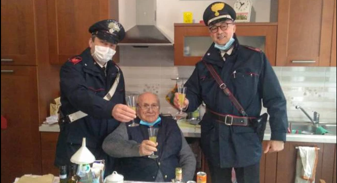 В Італії поліцейські відствяткувати Різдво з пенсіонером