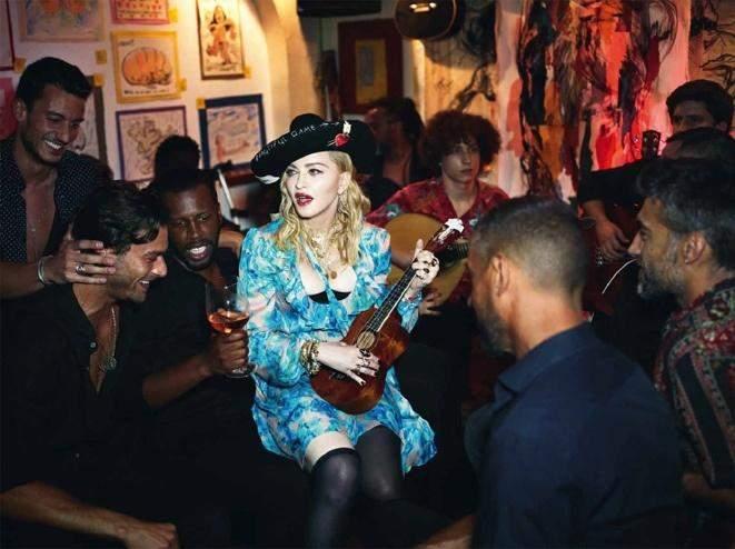 Мадонна в капелюсі Ruslan Baginskiy