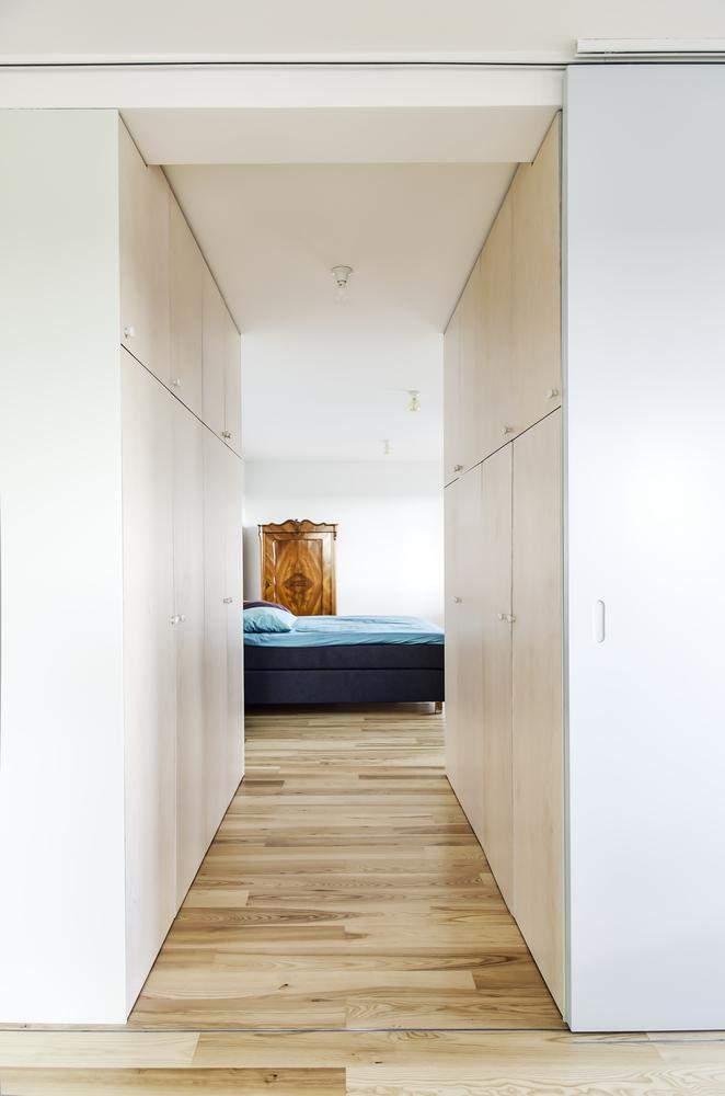 Одним із яскравих акцентів є ліжко / Фото Archdaily