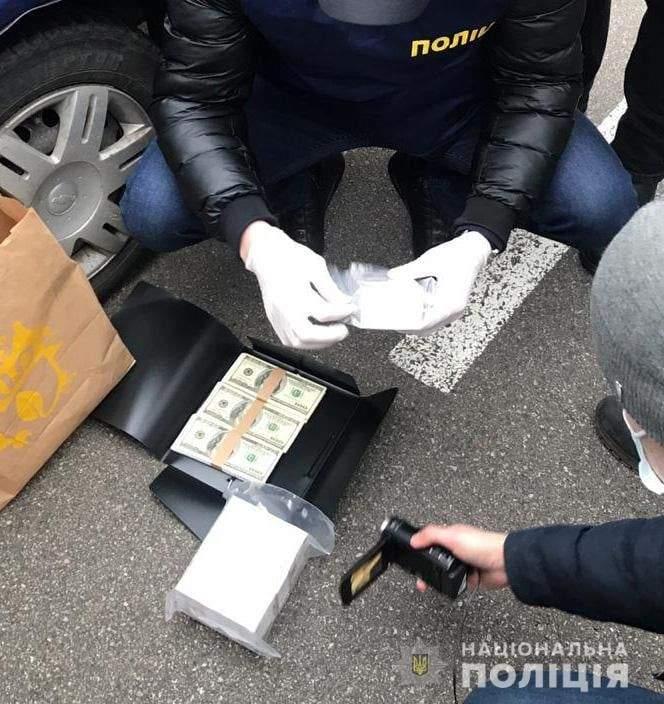 Працівники поліції викрили в момент отримання хабаря