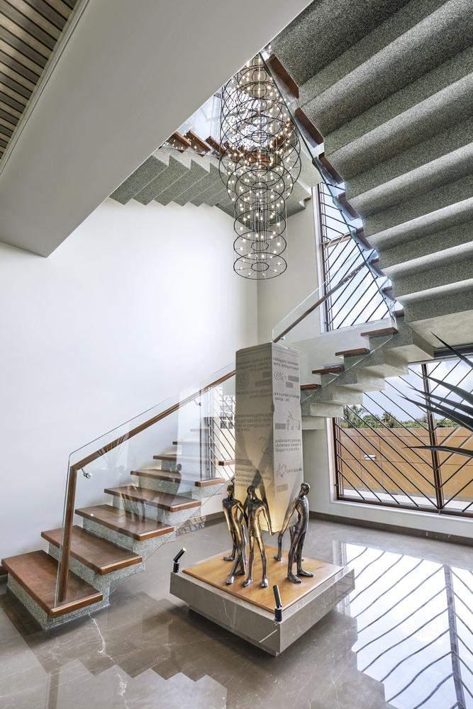 Сходи виконали у формі зиг-загу / Фото Archdaily