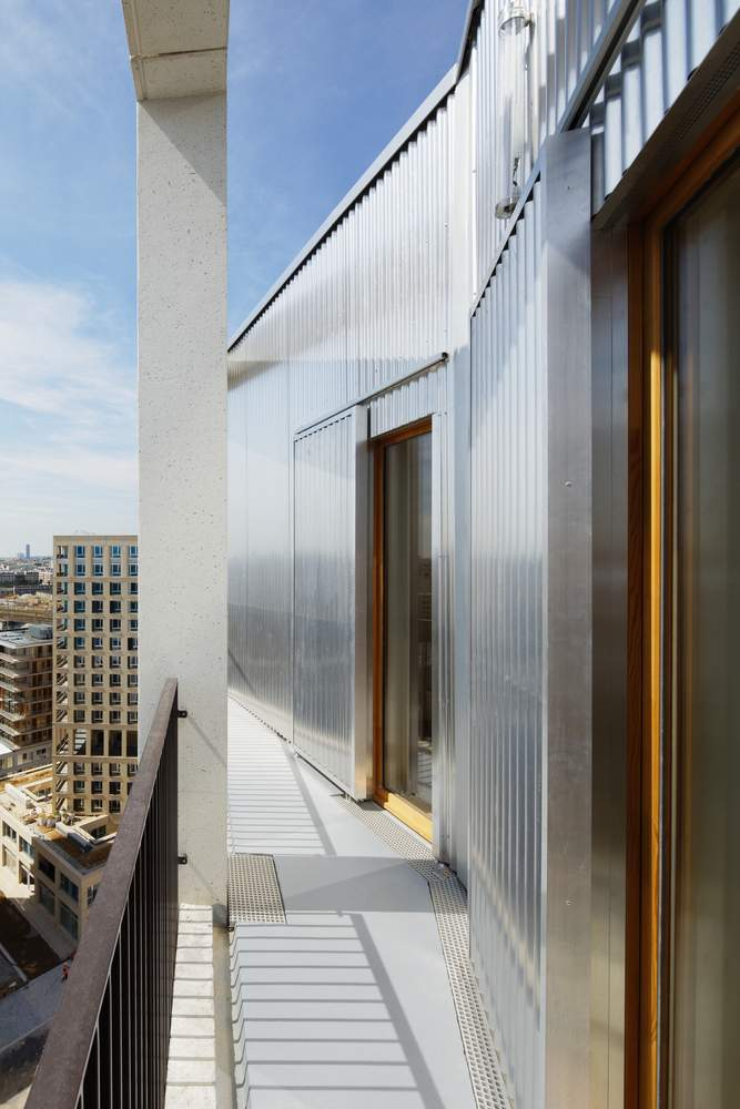 Фасад частково облицьований металом / Фото Archdaily